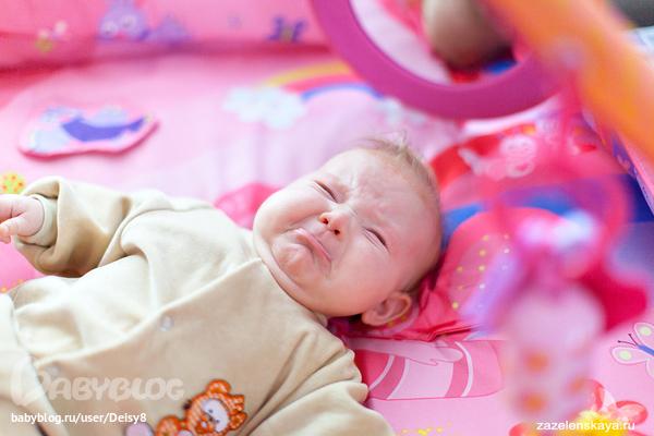 Ребенок поджимает нижнюю губу в 3 месяца