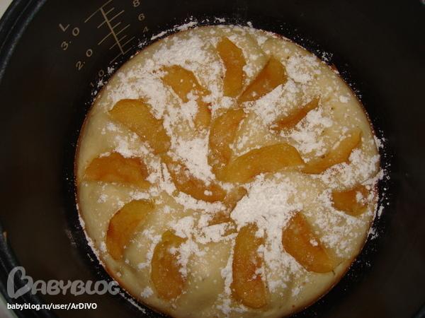 Шарлотка в мультиварке с яблоками на сметане рецепт с фото пошагово