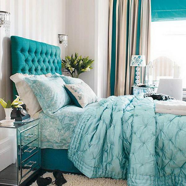 Шторы цвета морской волны в спальне