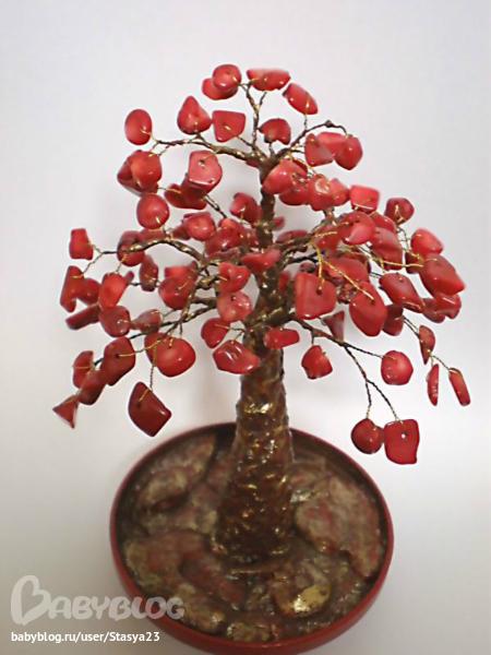 материалы:натуральный коралл,проволока,алебастр,акриловые краски высота изделия 15 см.