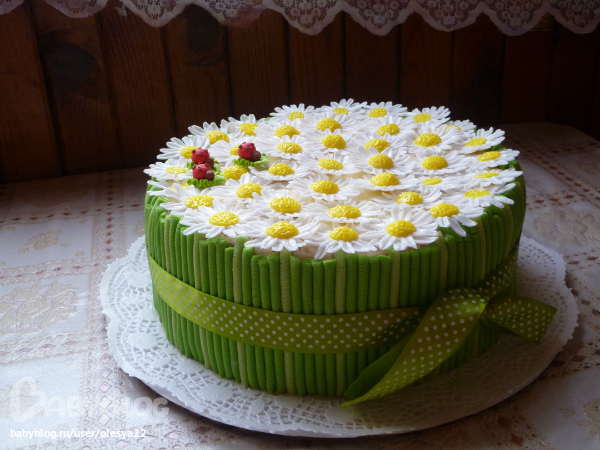 Торт с ромашками из мастики