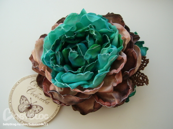 Броши из ткани цветок