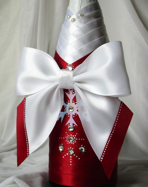 Бант из атласных лент на платье