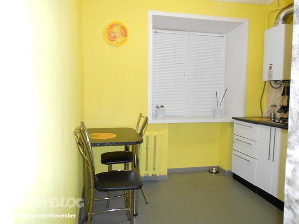 фото желтые обои на кухне
