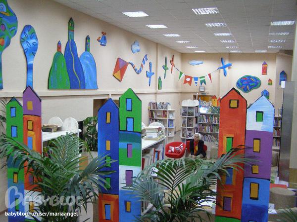 Оформление стен в библиотеке
