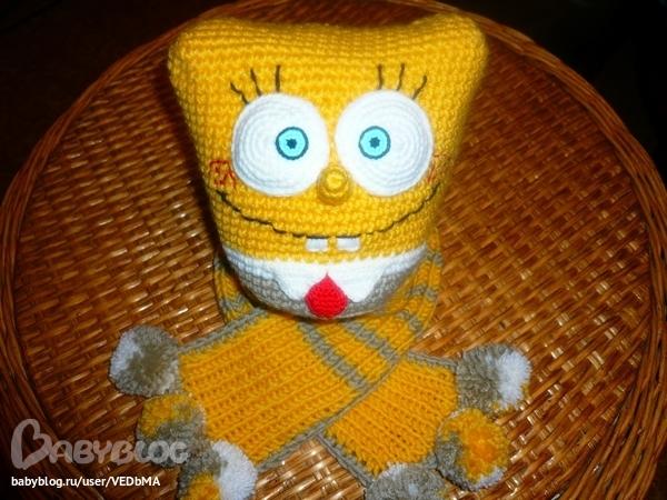 Я довязала к шапке Губка Боб шарфик.  Сперва хотела тоже с мордочкой,но потом решила, что не глядится.