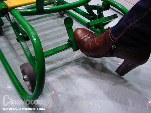 Как сделать санки на колесах