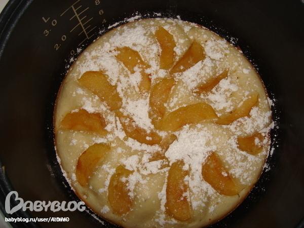 Шарлотка с сметаной в мультиварке с яблоками рецепт с пошагово