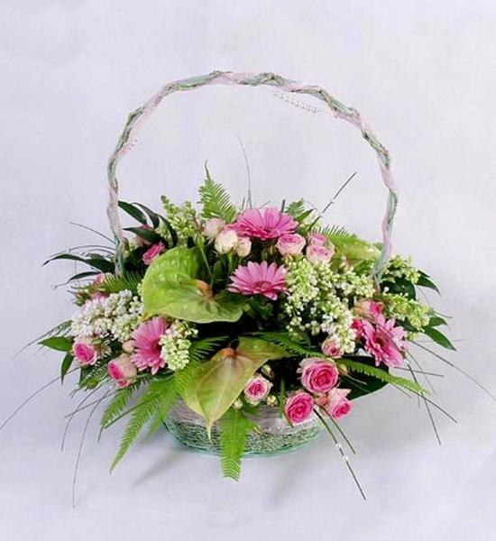 Букет из живых цветов в корзинке своими руками