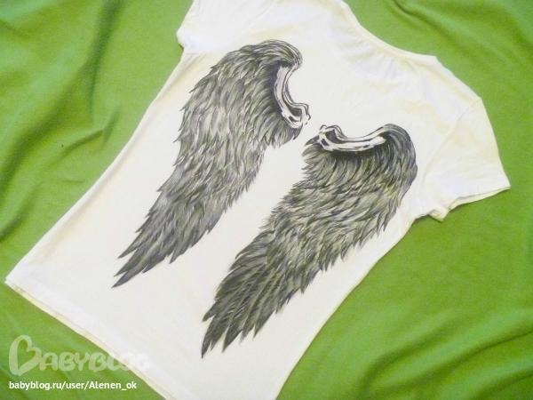 А это футболочка с крыльями на