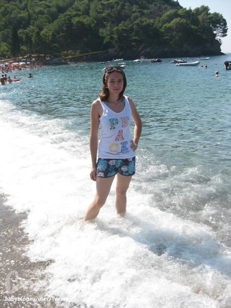 Лапульки на фоне моря