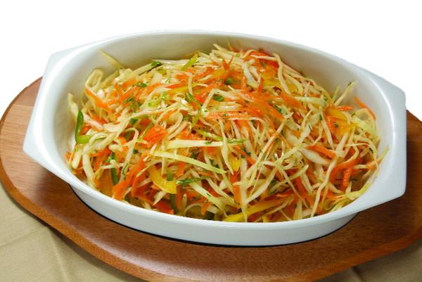 Рецепт витаминного салата из капусты с морковью и перцем рецепт с
