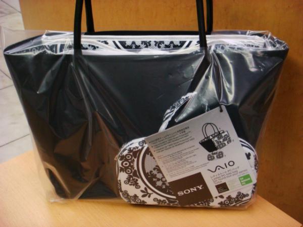 Продаю абсолютно новую сумку для ноутбука от из 3-х предметов.  Сумка имеет большое отделение+отделение на...