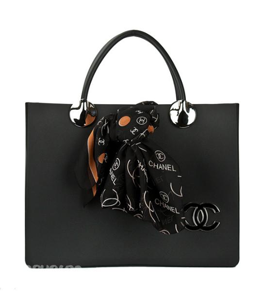 ...рублей.Chanel -черная с платком.Материал -каучук.2200 рублей.